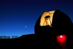 Beobachtungskuppel-bei-Nacht
