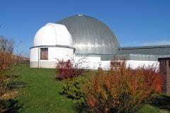 Beobachtungskuppel-im-Herbst