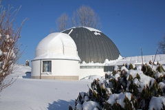 Beobachtungskuppel-im-Winter