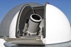 Beobachtungskuppel-mit-Teleskop